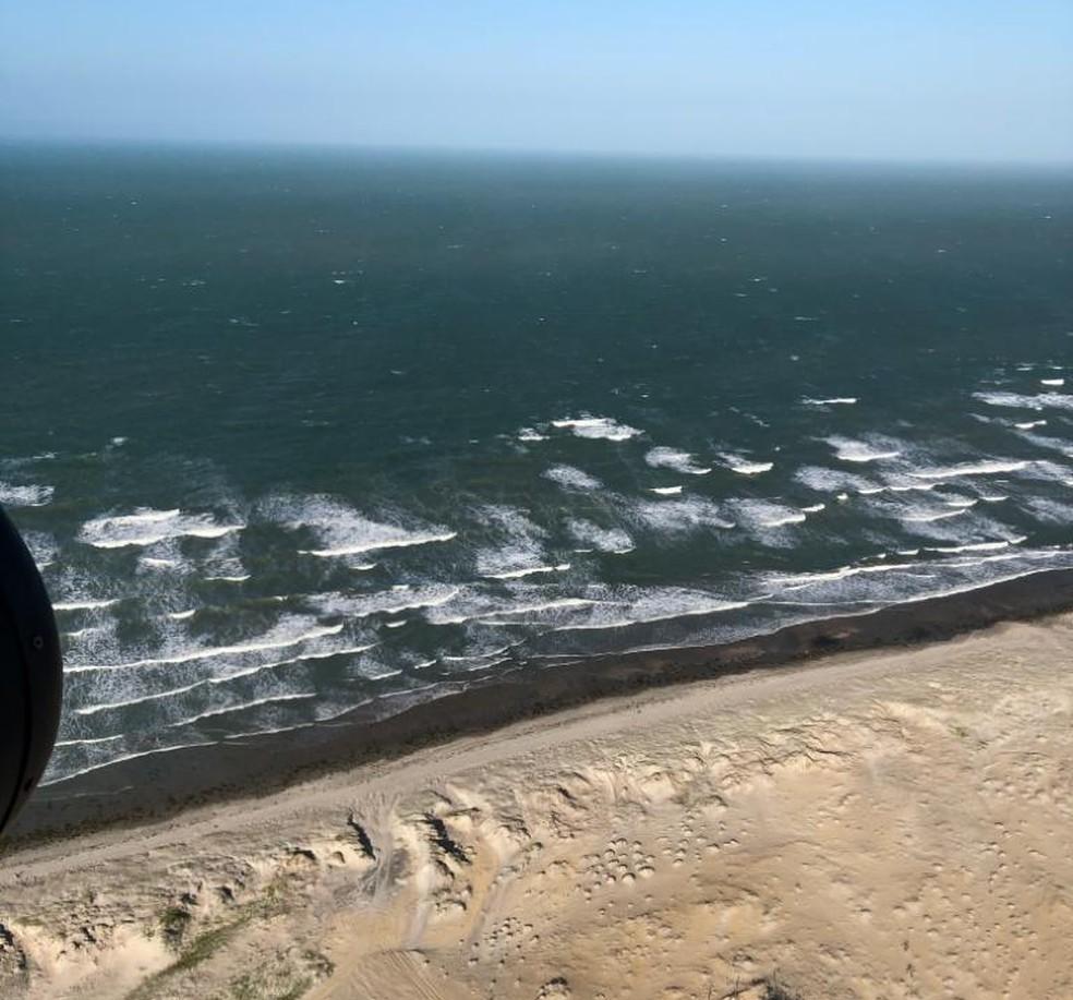 Aeronave da Marinha do Brasil sobrevoou o Litoral do Piauí nesse domingo (10) à procura de novas manchas de óleo — Foto: Divulgação/Capitania dos Portos do Piauí
