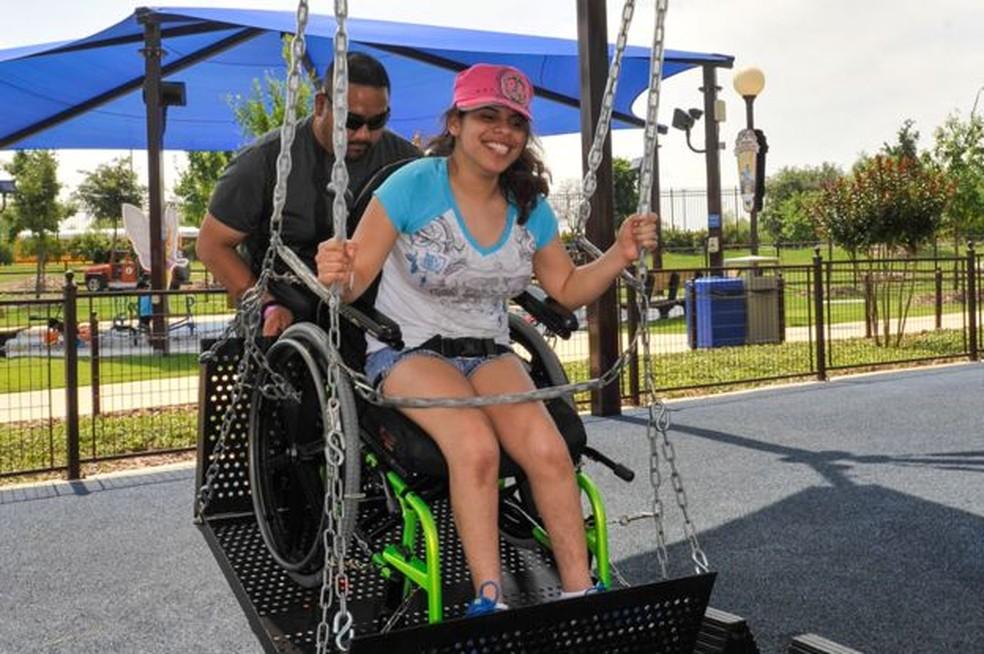 Há entre os visitantes pessoas com e sem deficiência (Foto: JERSTAD / GORDON HARTMAN FAMILY FOUNDATION)