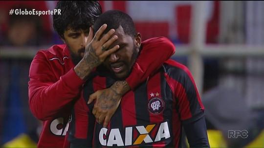 Em jogo que ajudou a classificar o Vasco, Carlos Alberto quebrou jejum de 22 meses sem marcar gol