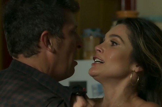 Machado (Milhem Cortaz) e Rita de Cássia (Flávia Alessandra) (Foto: TV Globo)