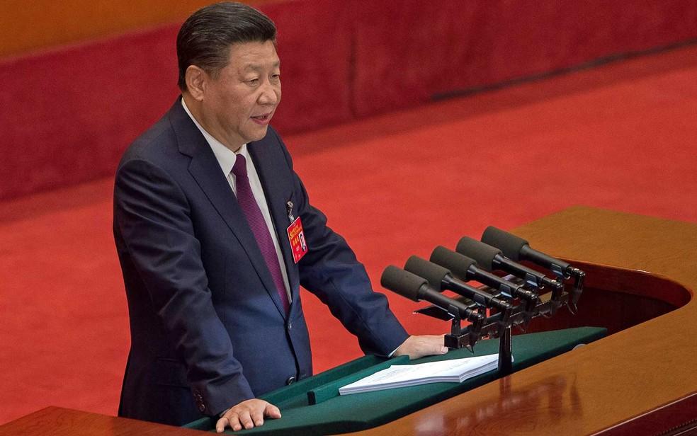 -  O presidente da China, Xi Jinping, discursa na sessão de abertura do Congresso quinquenal do Partido Comunista Chinês, no Grande Salão do Povo em Peq