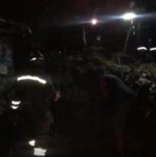 Criança e adolescente morrem após queda de barreira em Jaboatão; dois adultos ficam desaparecidos