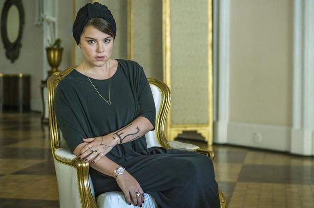 Alice Wegmann é Dalila em 'Órfãos da terra' (Foto: Reprodução)