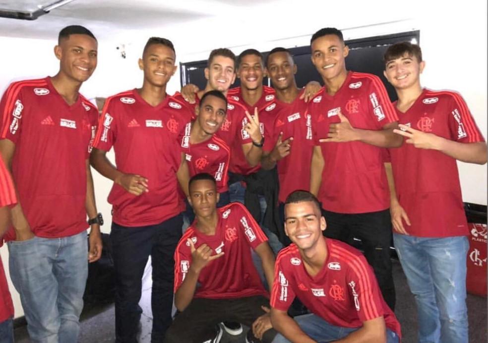 Jogadores da base do Flamengo se reapresentaram no último dia 11 e treinam no CT do Audax — Foto: Reprodução
