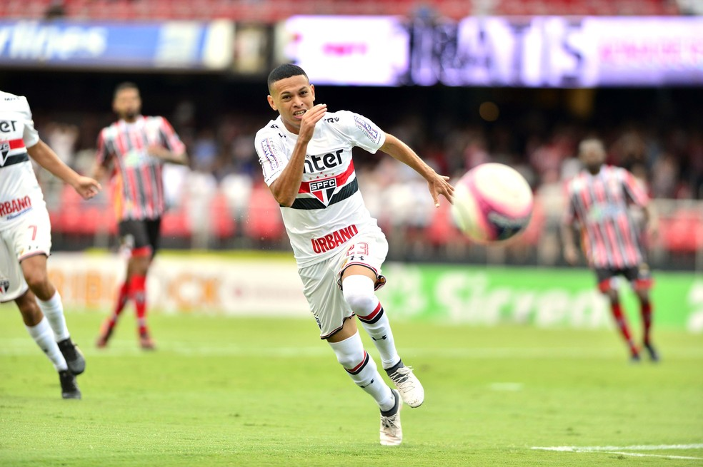 Se tem jogo do São Paulo, tem Marcos Guilherme em campo (Foto: Marcos Ribolli)