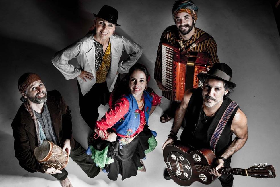 A companhia de teatro de dança Os Buriti; grupo se apresenta nesta sexta no CCBB — Foto: Os Buriti/Divulgação