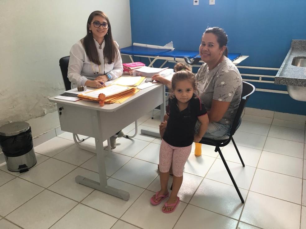 A médica Kássia Galvão deixou a cidade de Lagoa Salgada para integrar o Mais Médicos em Santa Maria, no Rio Grande do Norte — Foto: Emmily Virgílio/Inter TV Cabugi