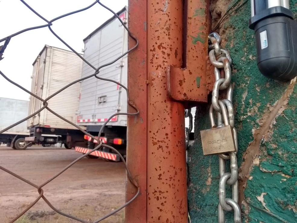 Transportadora foi alvo de assaltantes na manhã desta terça-feira (24)  (Foto: Sandro Ivanoski/RPC )