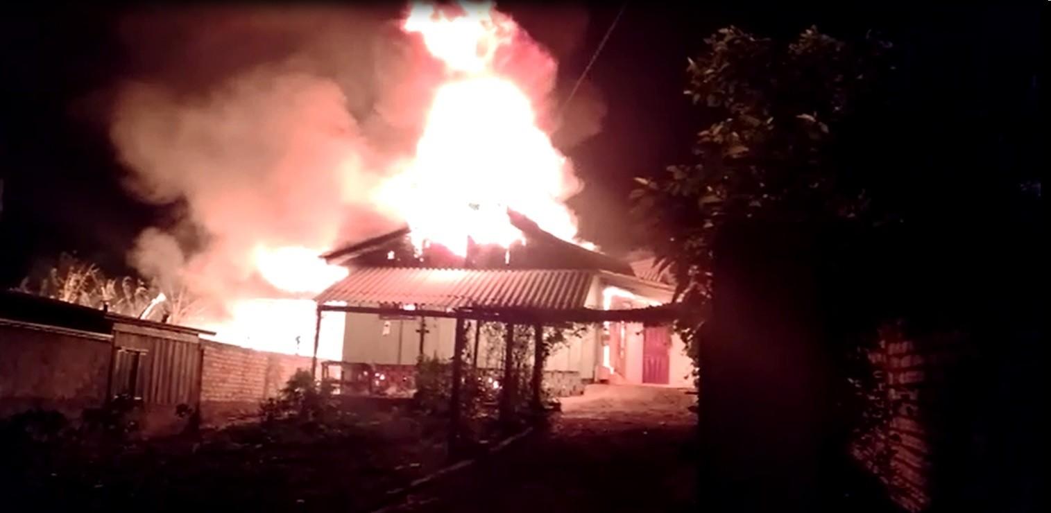 Crianças conseguem fugir pela janela de casa que pegava fogo em Santa Catarina - Notícias - Plantão Diário