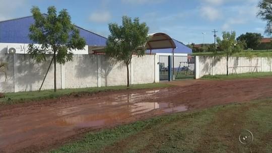 Estudantes e professores enfrentam dificuldades para chegar a duas escolas em Sud Mennucci