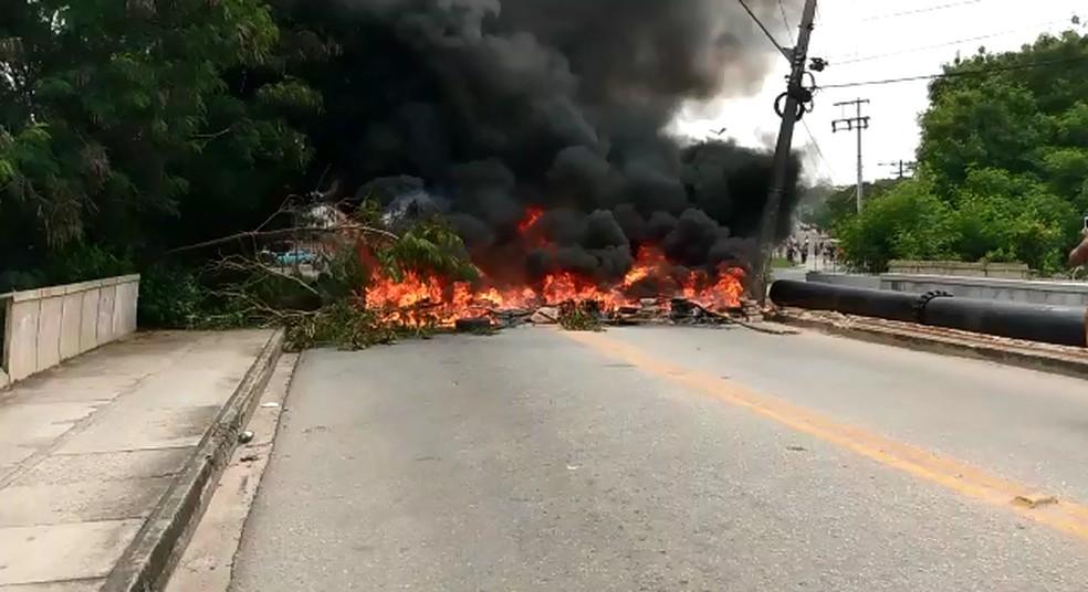 Anwohner verbrannten Reifen im Viertel Vitória Régia in Sorocaba - Foto: Personal Archive