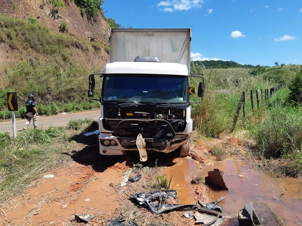 Acidente ocorrida na BR-222 envolveu uma caminhonete e um caminhão-baú — Foto: Divulgação/Polícia Rodoviária Federal
