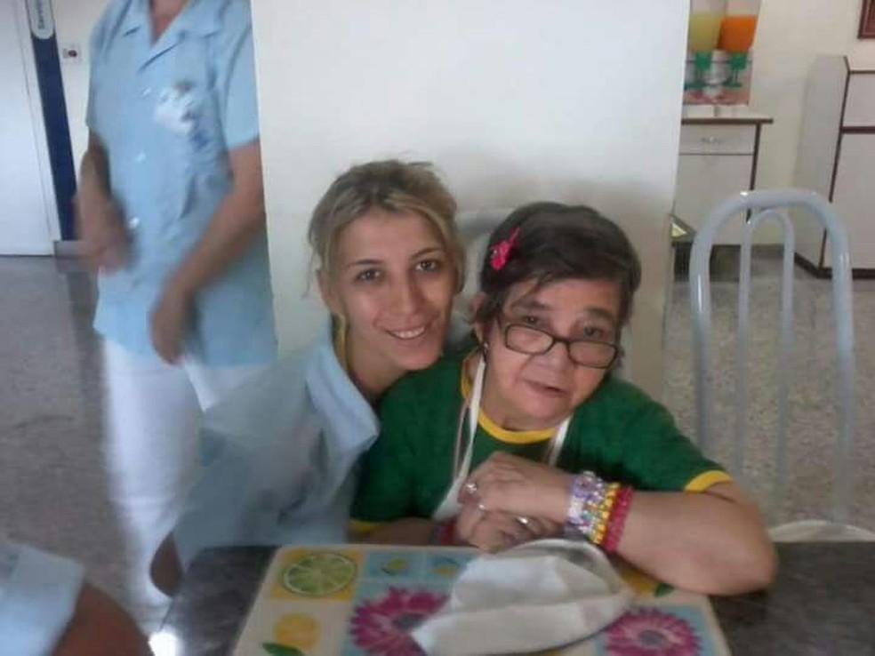 Glaucia e Cotinha no hospital Beneficência Portuguesa, em Araraquara (Foto: Arquivo pessoal)