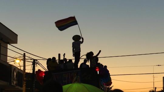 Comunidade LGBT sofre com preconceito e luta por aceitação em cidades do interior do Brasil