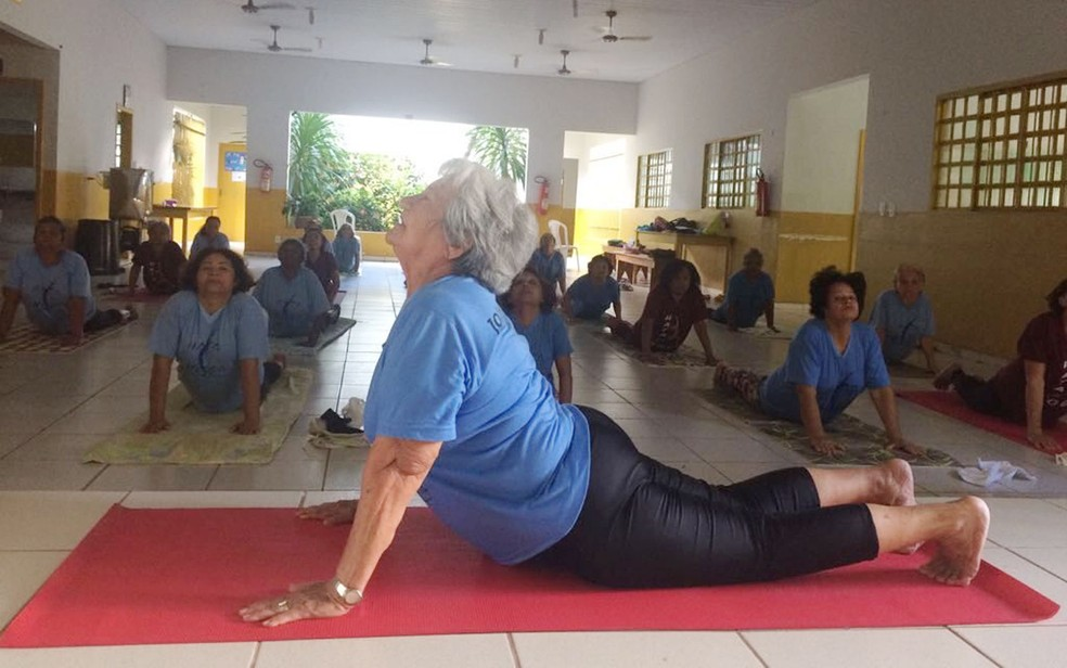 Para ela, yoga ajuda o corpo, a mente e o espírito (Foto: Bruna Barbosa/G1)