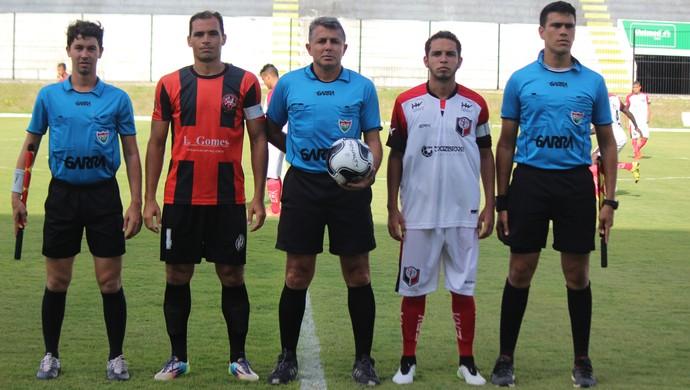 Emanuel Eduardo Marinho árbitro (Foto: Augusto Gomes/GloboEsporte.com)