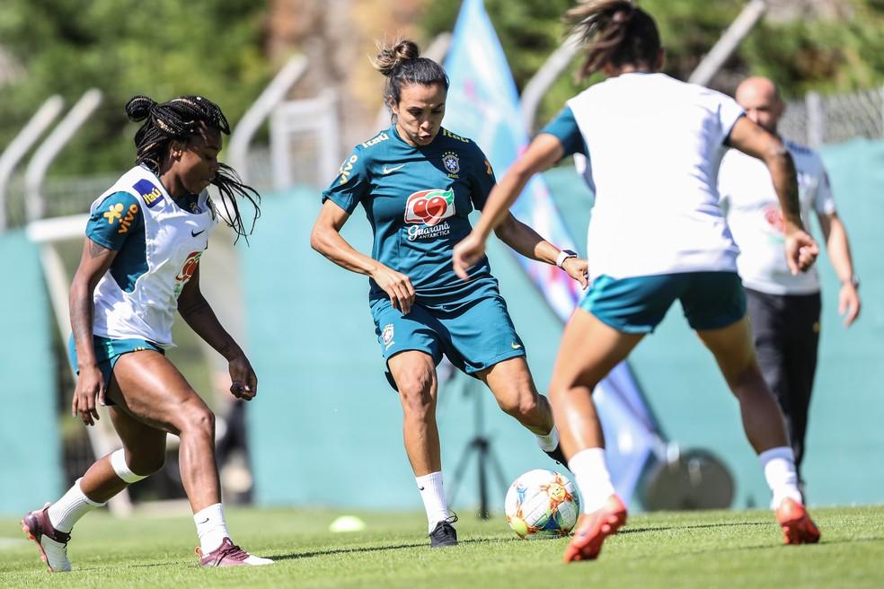 Marta no treino da seleção brasileira feminina  — Foto: Rener Pinheiro / MoWA Press