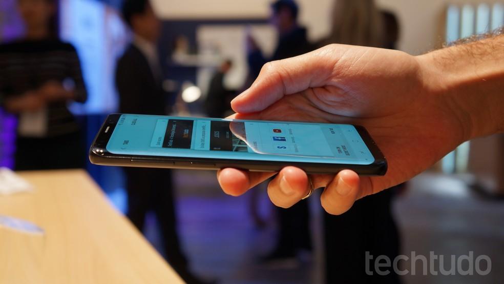 Galaxy S9 tem sistema de áudio estéreo (Foto: Thássius Veloso / TechTudo)