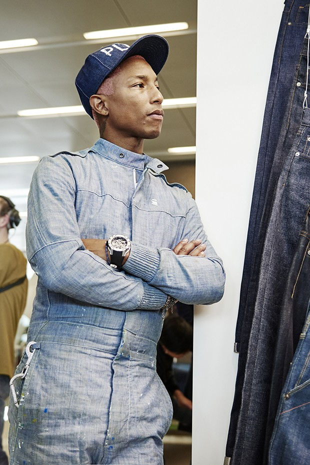 Pharrell Williams, co-owner and Head of Imagination of G-Star RAW, at the company headquarters in Amsterdam (Foto: Divulgação)