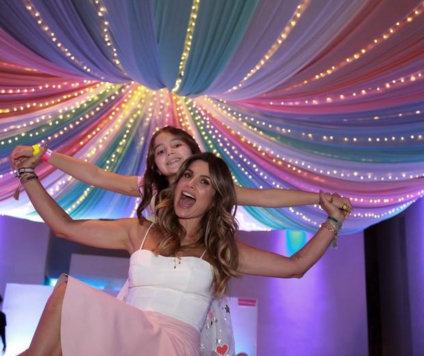 Flávia Alessandra com a filha Olívia (Foto: Marcos Ribas/Brazil News)