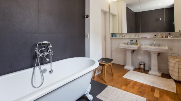 Banheiro de um dos imóveis  (Foto: Divulgação)