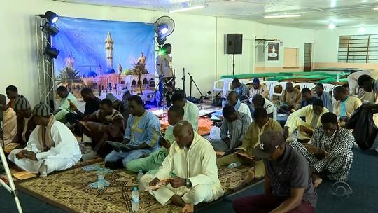 Imigrantes senegaleses celebram data especial em Passo Fundo