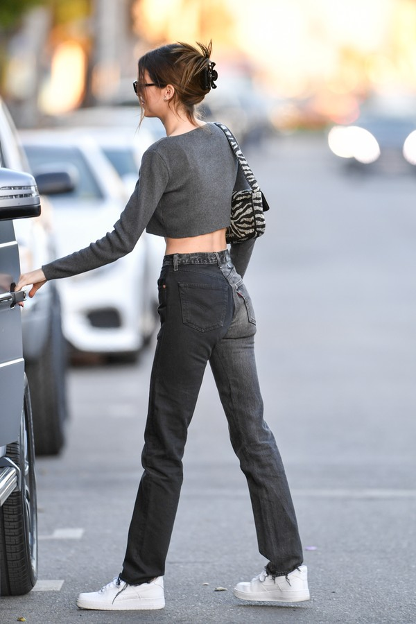 LOS ANGELES, CA - JANUARY 23: Kendall Jenner is seen leaving Alfred Tea Room on Melrose Place on January 23, 2020 in Los Angeles, California.  (Photo by PG/Bauer-Griffin/GC Images) (Foto: GC Images)