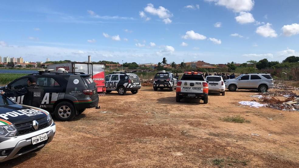 Polícia e perícia vão às margens da Lagoa do Urubu onde quatro cabeças humanas foram encontradas. — Foto: Paulo Sadat/ TV Diário