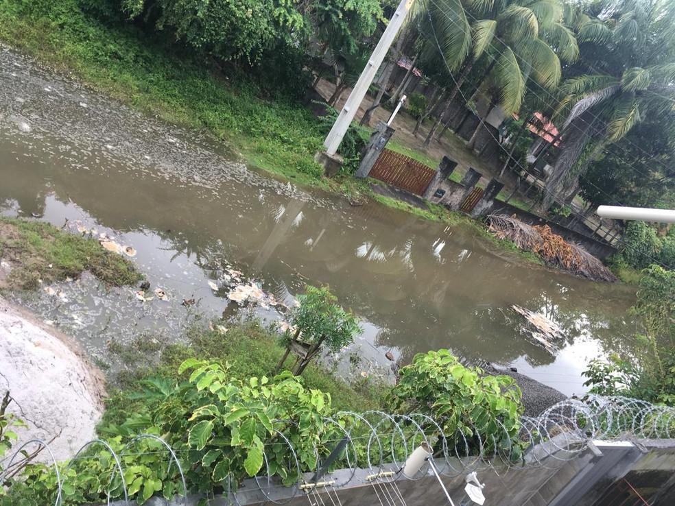 Mar invade casas e preocupa moradores da Ilha de Itaparica — Foto: Arquivo pessoal