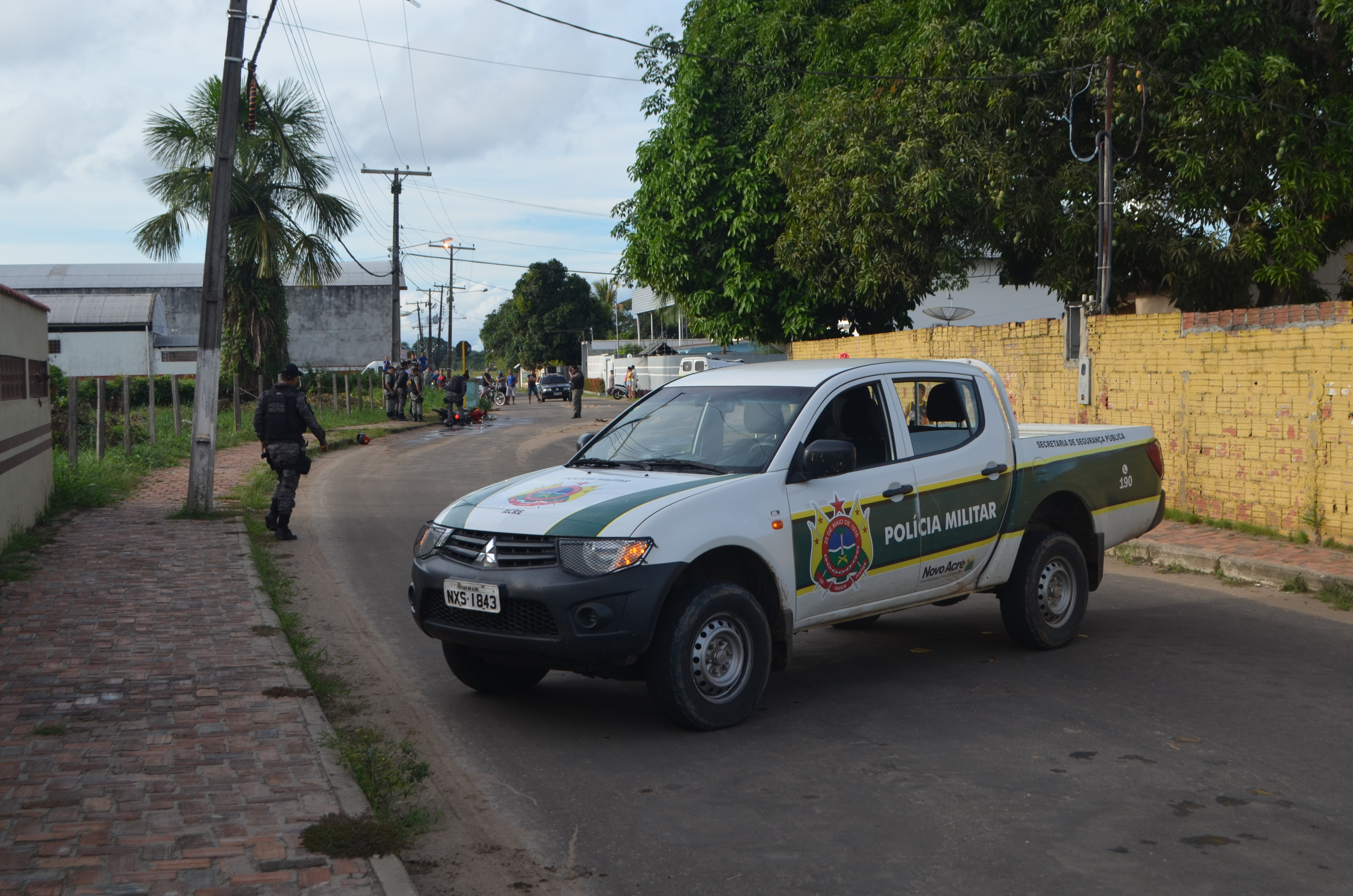 Dupla suspeita de assaltos é presa após sofrer acidente durante perseguição policial em Cruzeiro do Sul