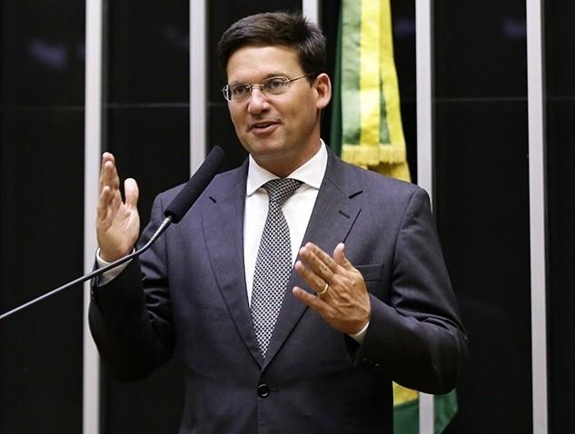Bolsonaro dá posse a Onyx na Secretaria-Geral e a João Roma no Ministério da Cidadania