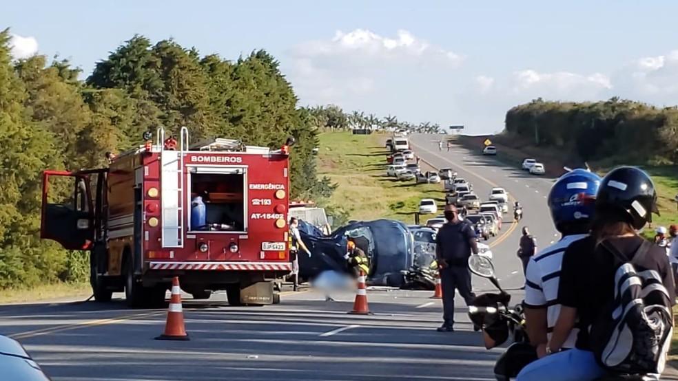 Três pessoas morrem em acidente entre carro e moto na tarde deste domingo — Foto: Arquivo Pessoal