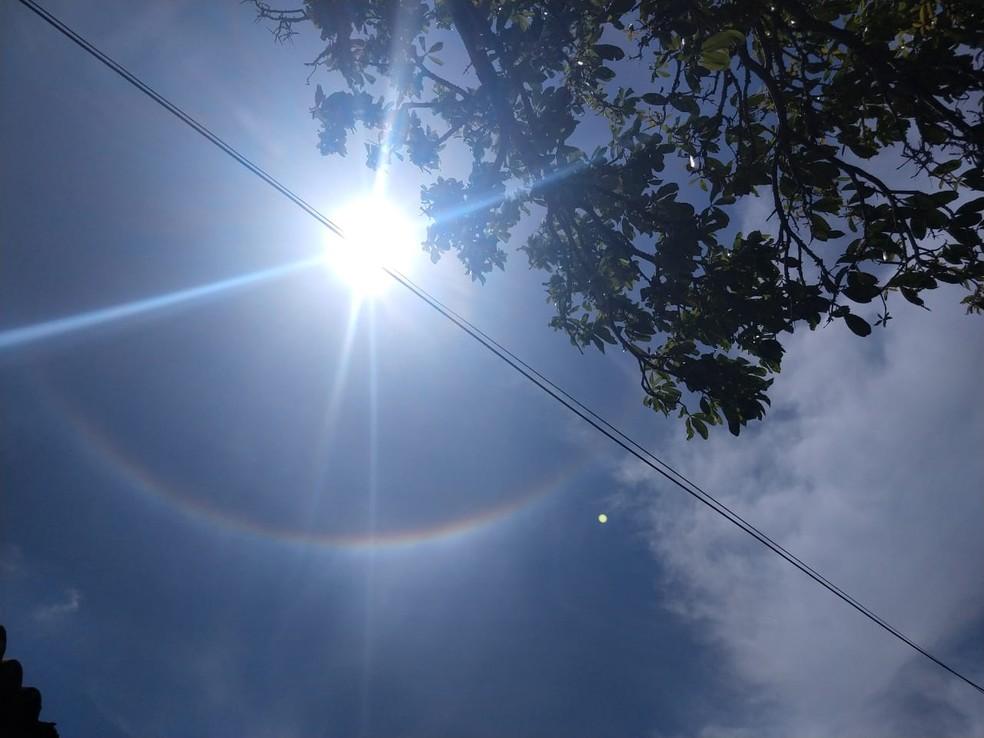 O fenômeno atmosférico também foi visto em Fortaleza.  — Foto: Miguel Martins