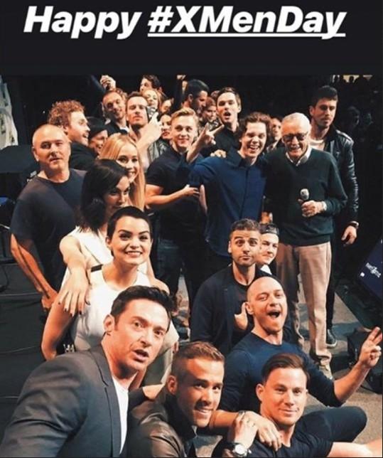 A foto compartilhada pelo ator Ryan Reynolds com seus colegas de franquia X-Men e com o quadrinista Stan Lee (Foto: Instagram)