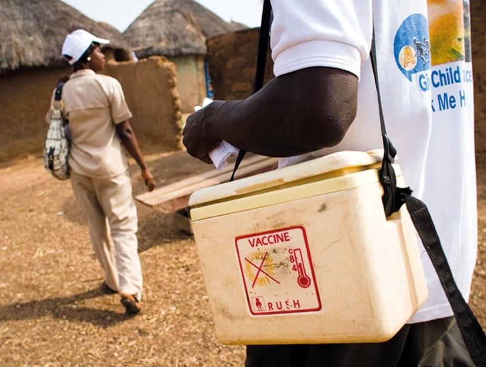 A necessidade de refrigeração de medicamentos é outro fator que deixa populações em áreas distantes mais vulneráveis (Foto: Sustainable Energy for All/Reprodução)