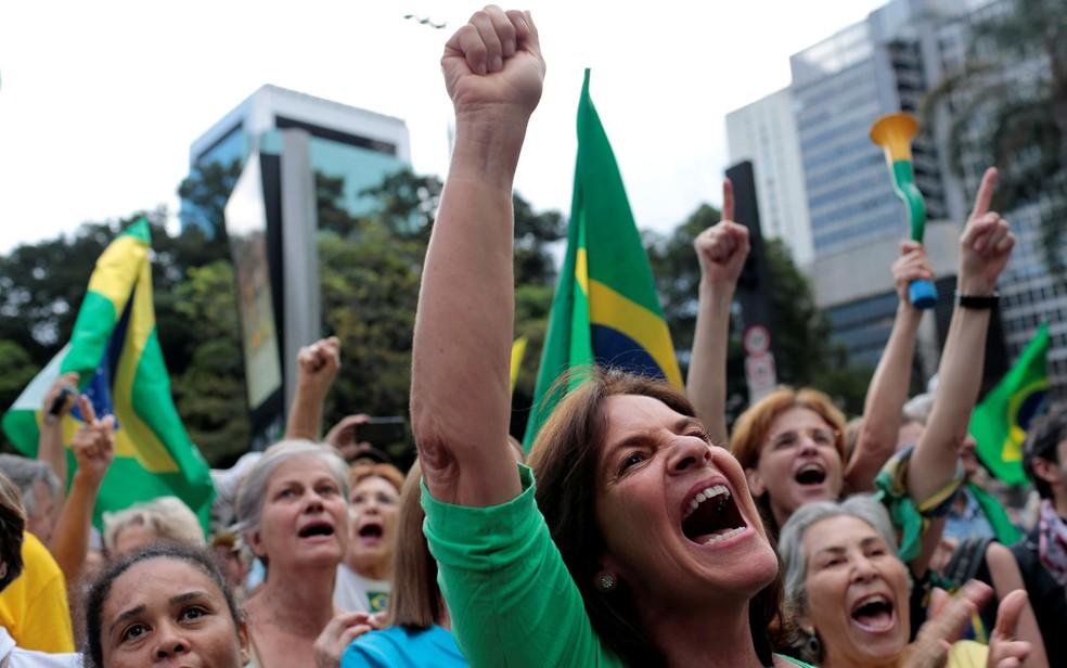 Manifestantes fazem ato contra Lula na Avenida Paulista (Foto: Leonardo Benassatto/Reuters)