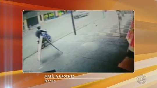 Ladrão furta moto que estava com a chave no contato em Marília; vídeo