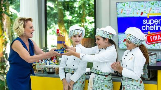 Raphaela Alvitos é a campeã do 'Super Chefinhos 2019'