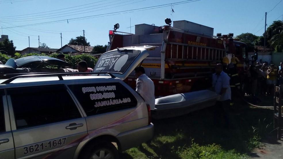 Corpos estão sendo liberados para o IML de Januária (Foto: Pablo Magalhães/Arquivo Pessoal)