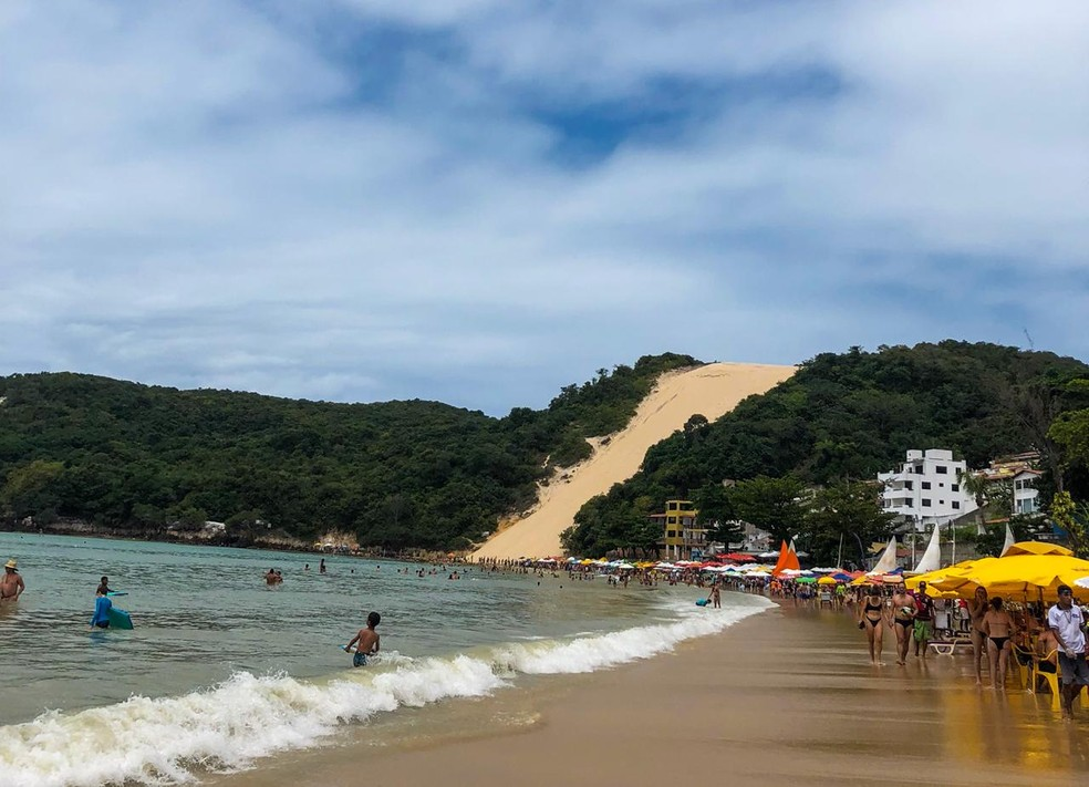 Praia Ponta Negra está entre as listadas como impróprias para banho — Foto: Augusto César Gomes/G1