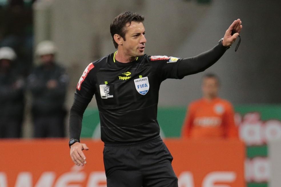 Raphael Claus será o árbitro de Corinthians x Palmeiras (Foto: Agência Estado)