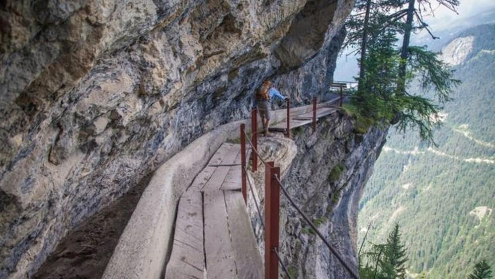 Trilha de 6 km de extensão — conhecida como Torrent Neuf, na Suíça — Foto: Karen Desjardins/Getty Images/BBC