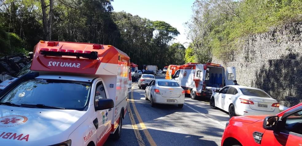 Acidente deixou feridos na manhã desta sexta-feira na BR-282 em SC — Foto: PRF/ Divulgação