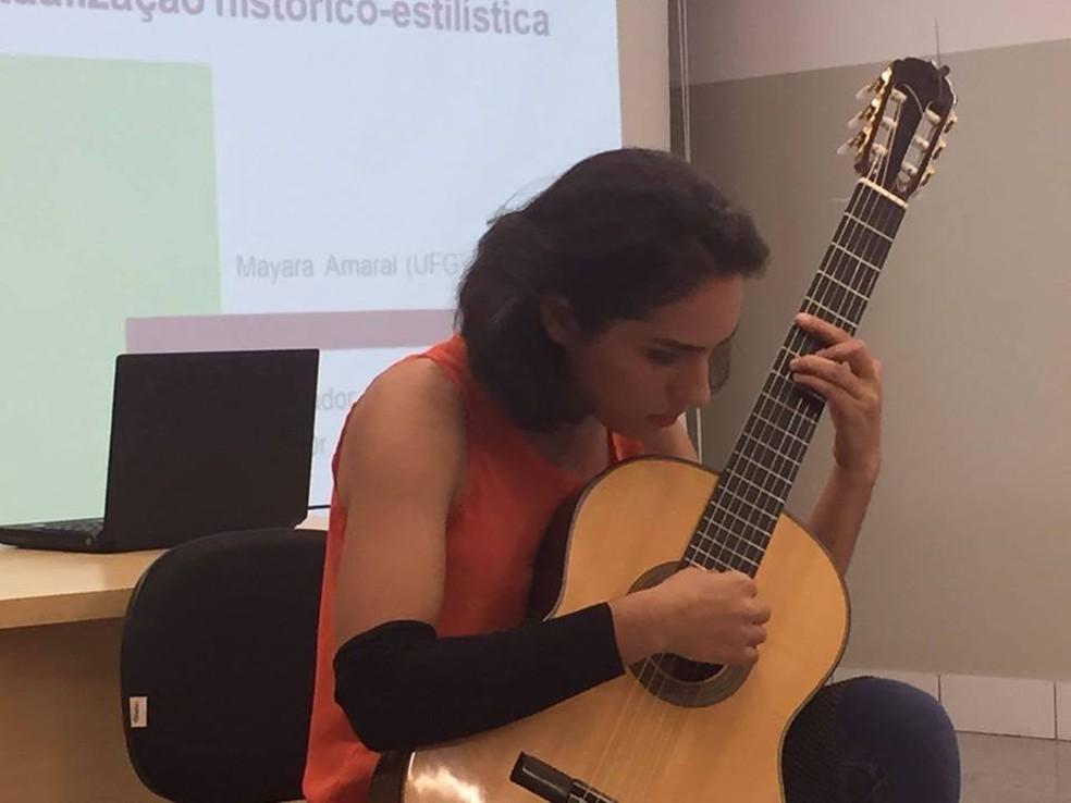 Musicista Mayara Amaral foi encontrada morta com corpo carbonizado (Foto: Reprodução/ Facebook)