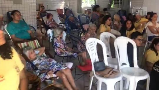 Grupo de voluntários promovem ações em instituições de caridade durante a Copa