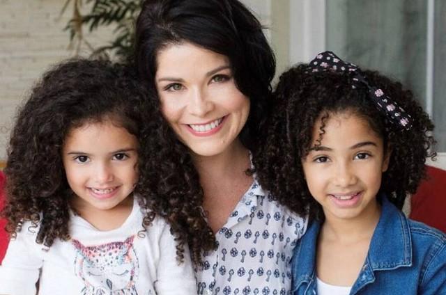 Samara Felippo e as filhas (Foto: Reprodução)