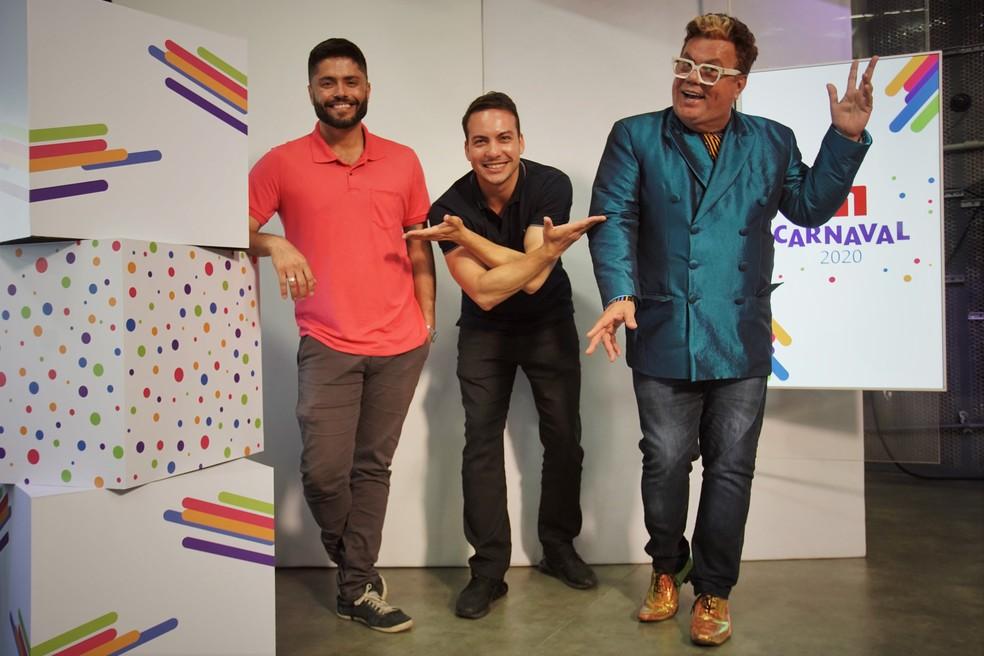 Daniel Targueta, Diego Haidar e Milton Cunha participam da transmissão do Desfile das Campeãs no G1 — Foto: Gustavo Wanderley / G1