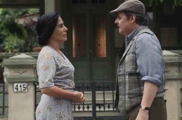 Gloria Pires e Cassio Gabus Mendes em cena como Lola e Afonso em 'Éramos seis' (Foto: TV Globo)