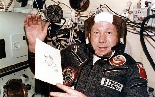 Morre Alexei Leonov, primeiro homem a realizar uma caminhada espacial