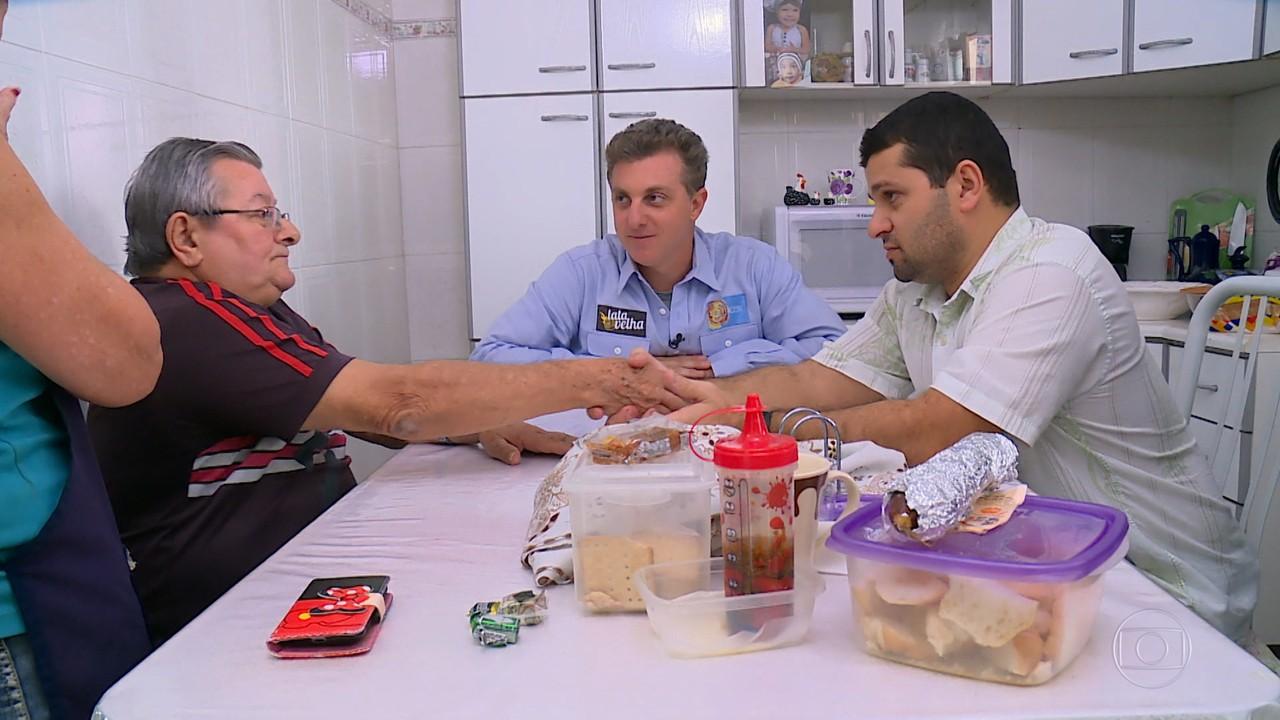Caldeirão 20 anos: Lata Velha promove reconciliação de pai e filho